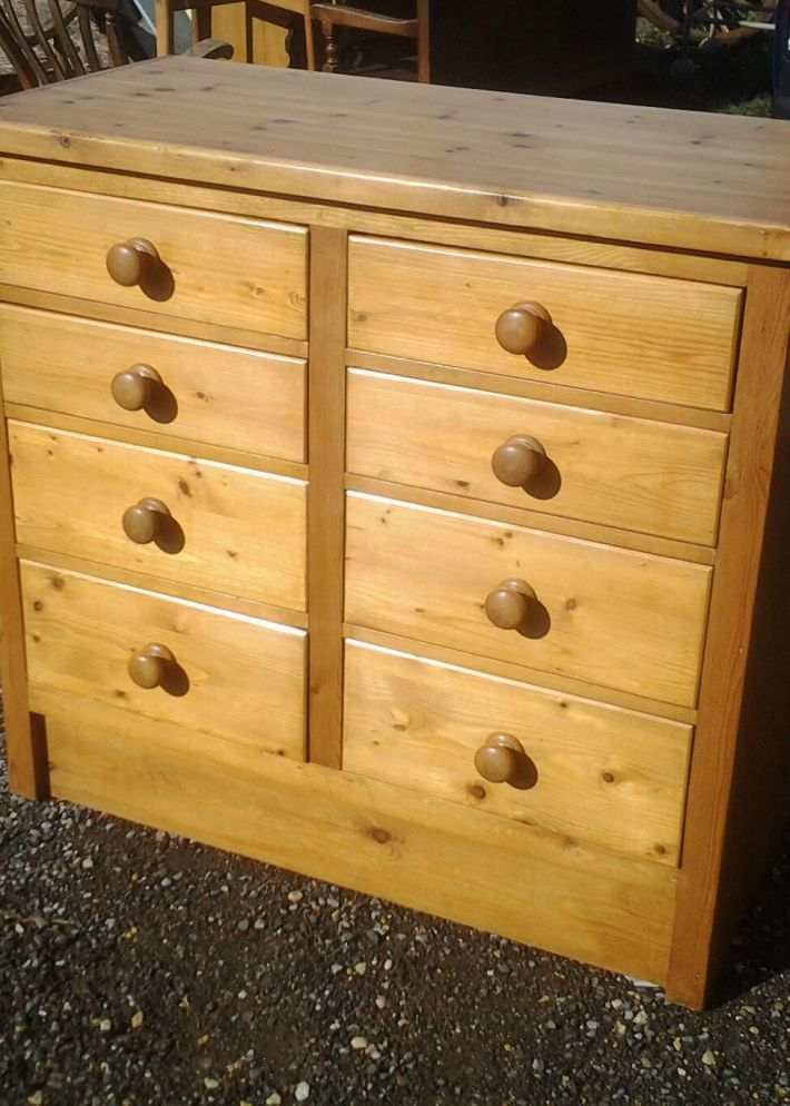 chest of eight drawers